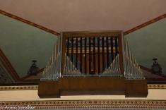 The pipe organ.