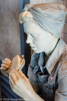 A sculpture of a Rosie eating lunch.